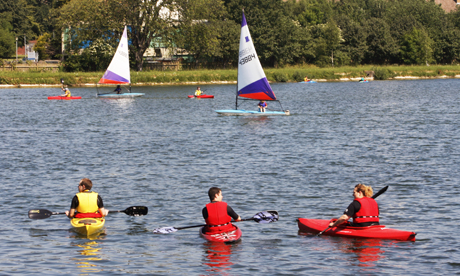 Sailing and kayaking on the West Reservoir, Stoke Newington Photo: © Hackney Citizen