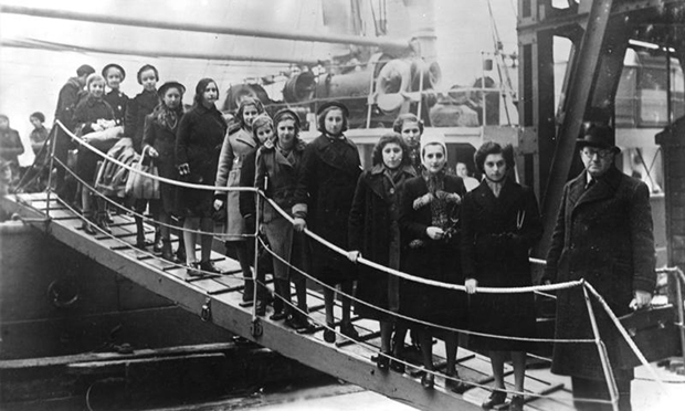 """Great Britain: The children of Polish Jews from the region between Germany and Poland on their arrival in London on the """"Warsaw"""". Photographed February 1939"""