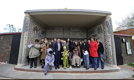 Volunteers gather in front of the Hackney Downs Pavilion mosaic with Cllr McShane and Russell Brand. Photograph: Hackney Council