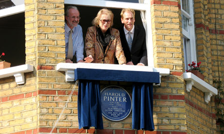 Lady Fraser unveils the blue plaque at the Hackney home where Harold pinter grew up
