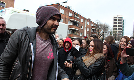 Russell_Brand_Trew_Era_Cafe_460